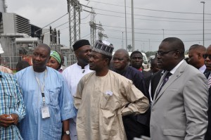 Minister of Information,Mr. Labaran Maku(m) flanked by Acting Governor of Cross River State, Mr. Efiok Cobham(r) and President NUJ, Mr.Muhammed Garba during their inspection of the NIPP in Odukpani, Cross River State