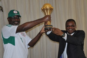 1st Vice President of NFF, Chief Mike Umeh (R) presenting the 2013 AFCON trophy won by the Super Eagles in South Africa to Cross River State Governor, Senator Liyel Imoke when the team visited the governor in Calabar, today