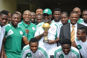Super Eagles Players and their Coach, Stephen Keshi posed for photograph with Cross River State Governor, Senator Liyel Imoke when the team visited government house Calabar to present the 2013 AFCON trophy won by the team in South Africa to Imoke in Calabar, today