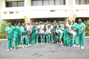 Cross River State Governor, Senator Liyel Imoke in a group photograph with the African Champions, the Super Eagles when the team visited government house,Calabar, today