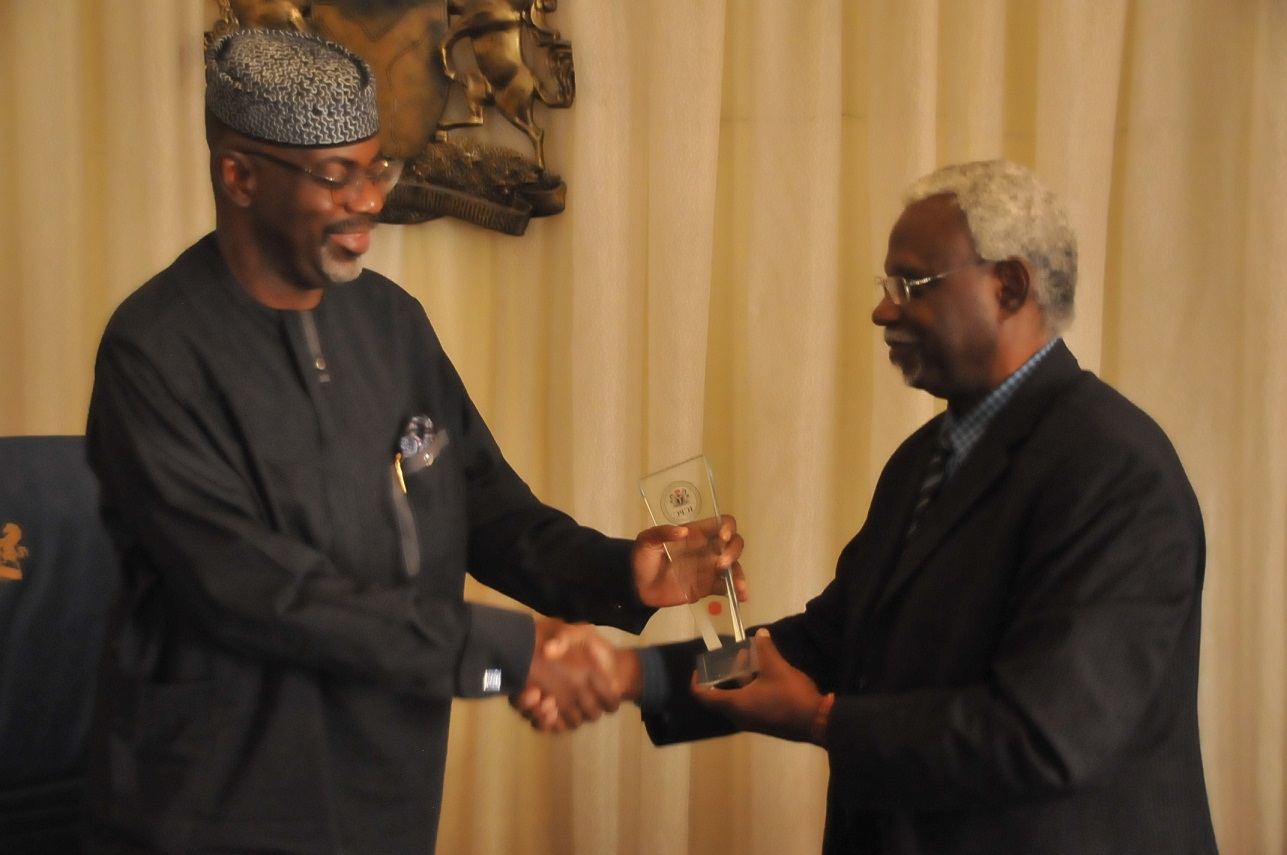 ICPC Boss, Mr. Ekpo Nta presenting a gift to Cross River State Governor, Senator Liyel Imoke when he led a delegation of his management team on a courtesy call on the governor in Calabar yesterday