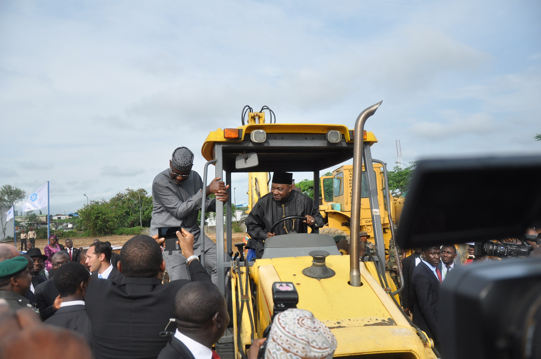 Vice President, Arc. Namadi Sambo assisted by Senator Liyel Imoke, Governor of Cross River State while performing the symbolic ground breaking ceremony of the USD 1billion General Electric manufacturing facility in Calabar, Today