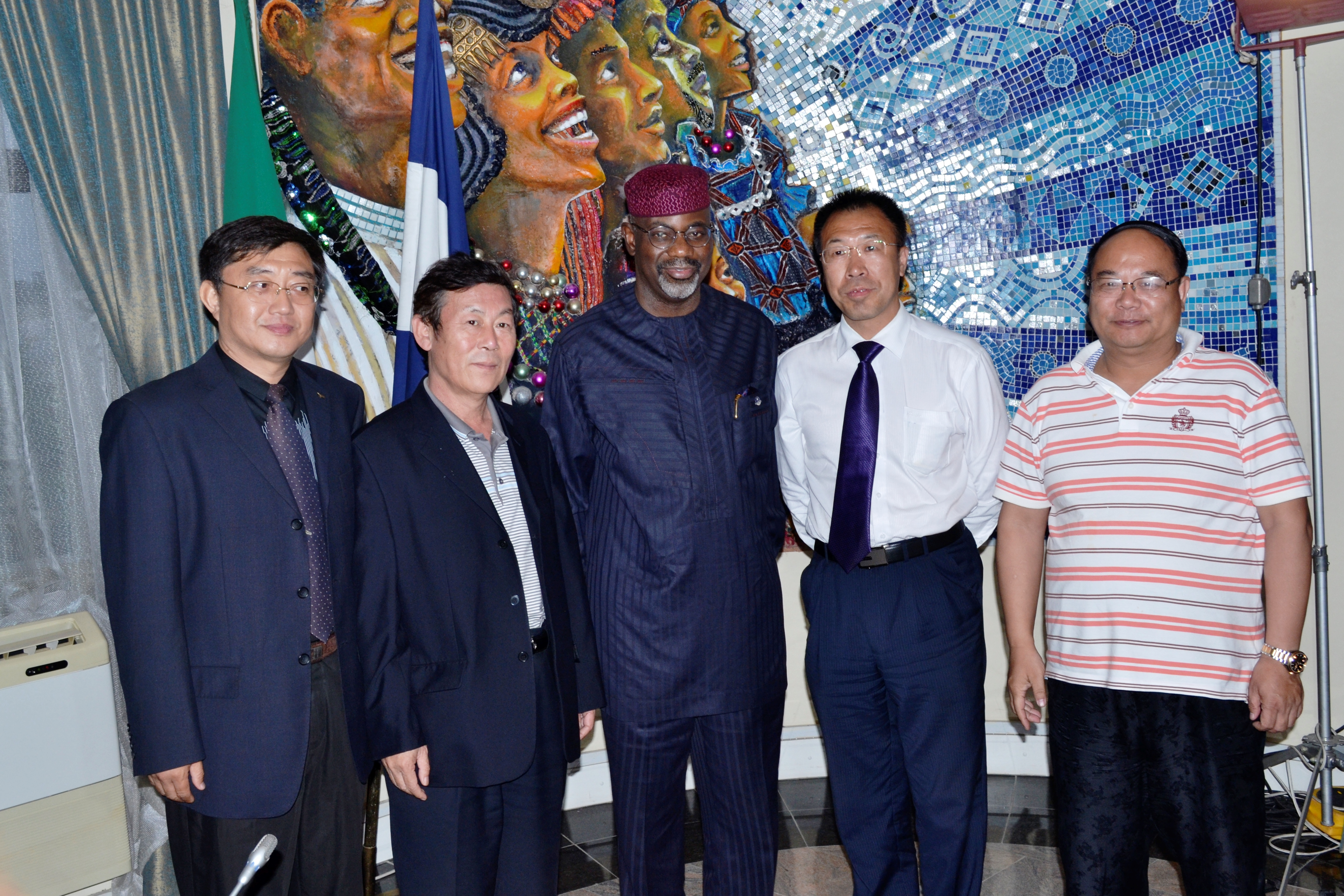 Cross River State Governor, Senator Liyel Imoke (m) flanked by Mr.Wei Henghan, Managing Director, Lianonig Chambers of Commerce Mr. Yang Wenyi(L) and Mr. Sun Wenzheng and another member of the trade delegation who paid a courtesy visit to government house, Calabar.