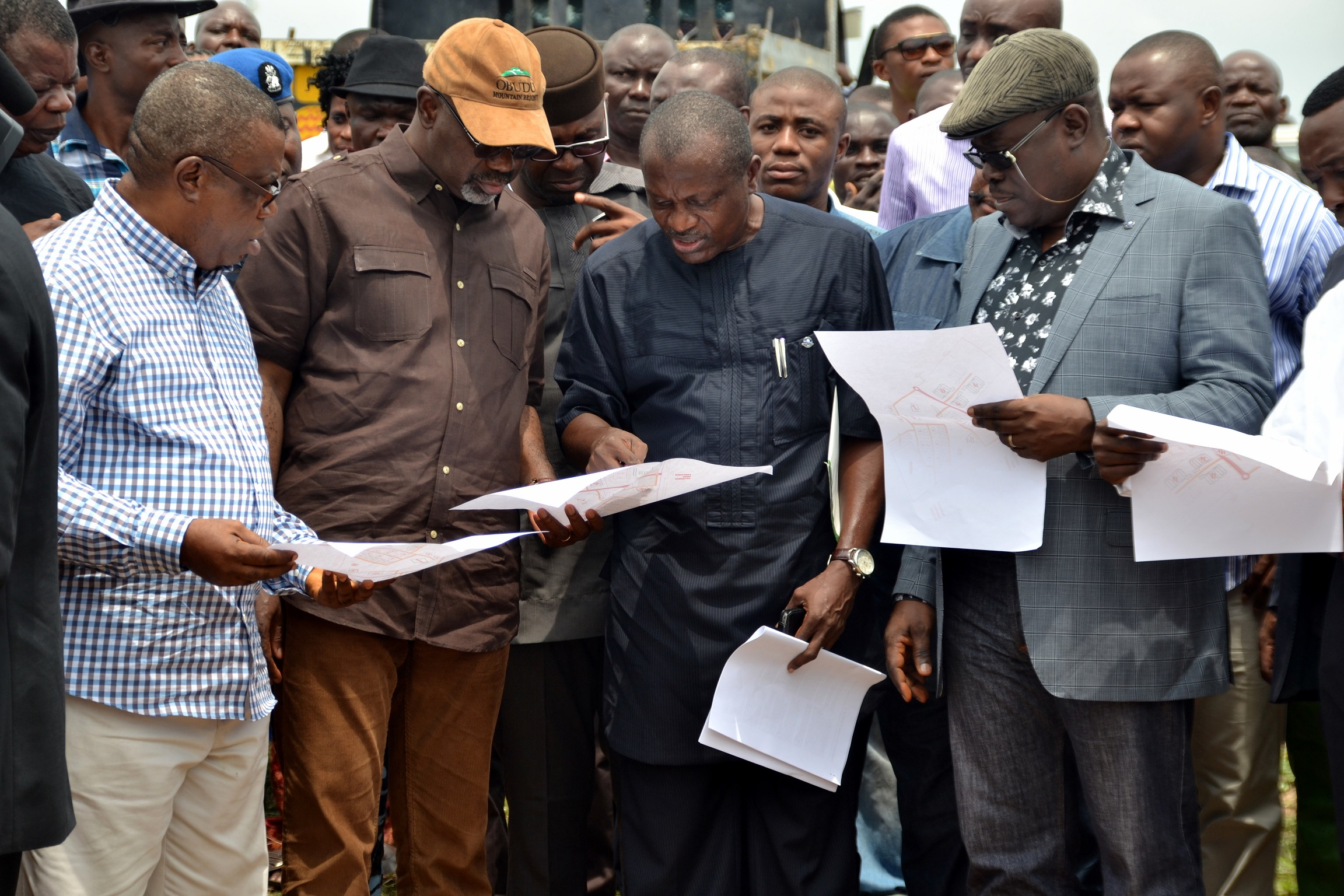 Cross River State Governor, Senator Liyel Imoke(2nd left) flanked by Chairman Planning Committee of the Institute of Technology and Management, Prof Ivara Esu(L), Commissioner for Special Projects, Mr. Bassey Ika Oqua and Deputy Governor Mr. Efiok Cobham(R)examining the building plan of the proposed Institute in Ugep, Yakurr Local Government Area yesterday