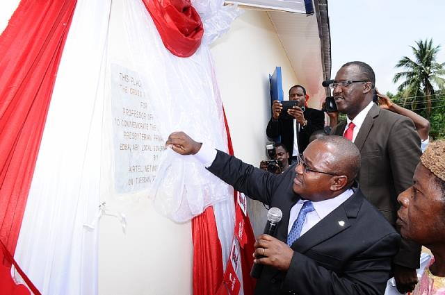 Mr. Godfrey Efeurhobo unveiling a plaque during the commissioning
