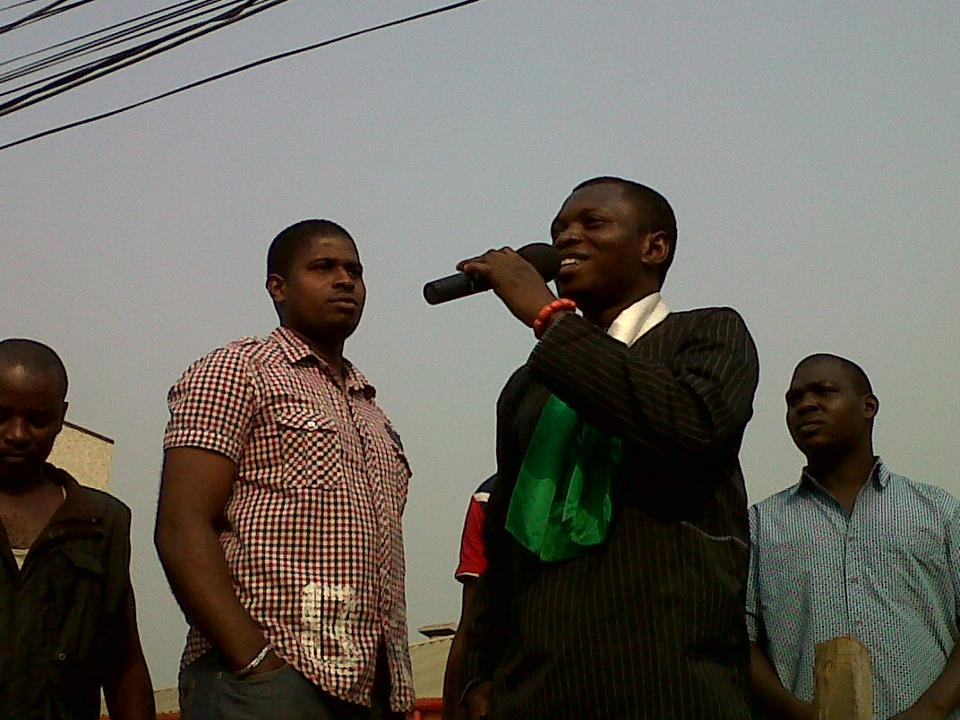 Agba Jalingo addressing the crowd at Gani Fawehinmi Freedom Square in Ojota, Lagos during the Occupy Nigeria Protests