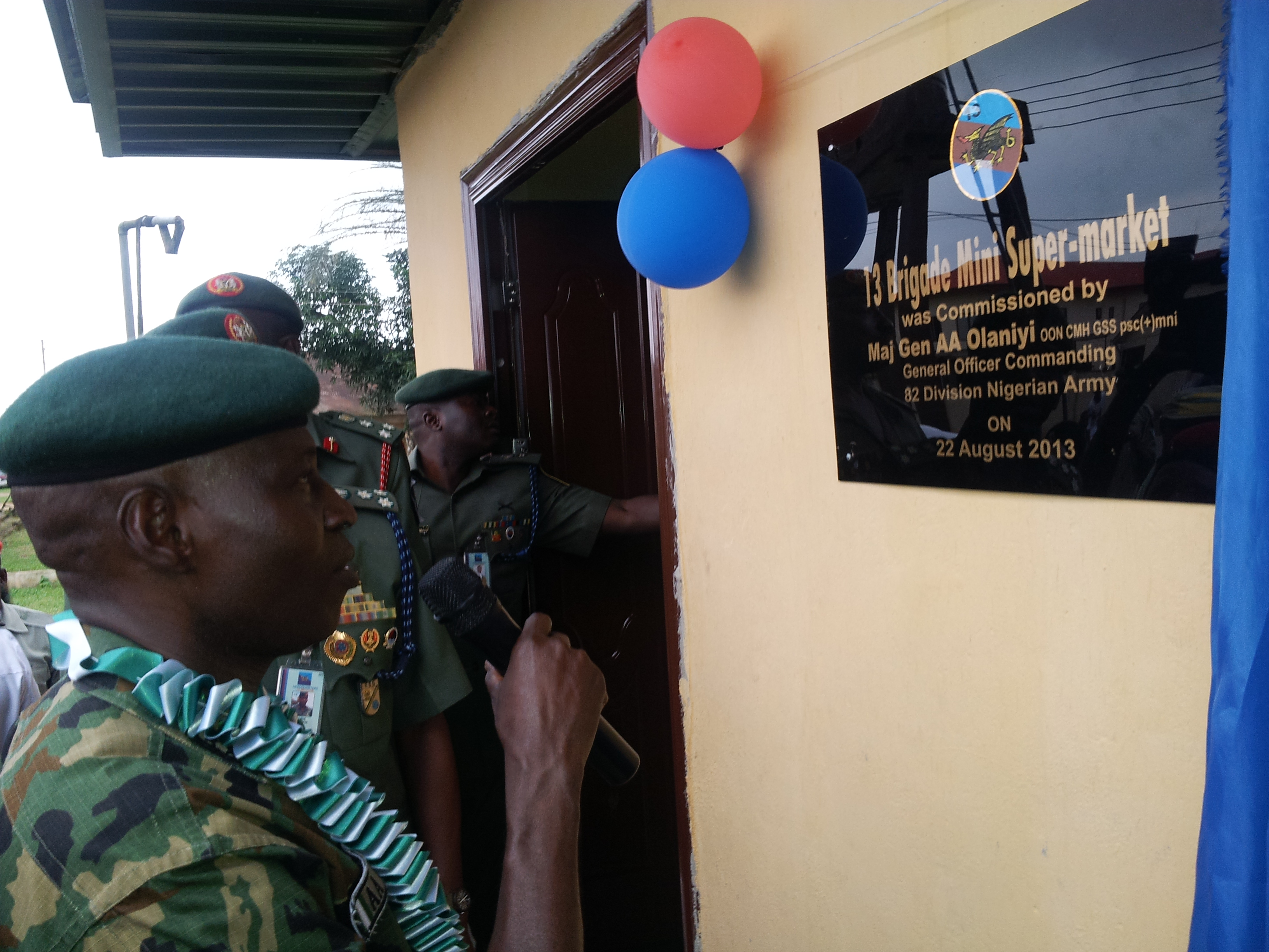 General Officer Commanding 82 Division, Major General Ashimiu Adebayo commissioning some projects at the 13 Brigade barrack