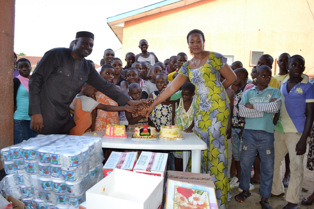 Cross River State Commissioner for Information, Chief Akin Ricketts and his wife Dr. Ifeoma cutting the cake they presented to DCC