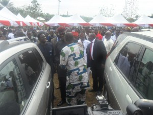 Sen. Imoke congratulating a car beneficiary at the program