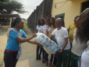 The Beauty Queens presenting the gift items to the prison officials