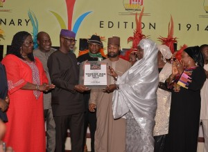 Zainab Audu Bako, last daughter of the first military Governor of Kanu State, supported by other members of the family presenting award of the Tourism Man of the Year 2013 on behalf of Bantaba to Cross River State Governor, Senator Liyel Imoke while Minister of Lands, Housing and Urban Development, Mrs. Akon Eyakenyi, (L) Commissioner for Information Delta State, Mr. Chike Ogeah and Mr. Ikechi Ukoh, look at Abuja, yesterday