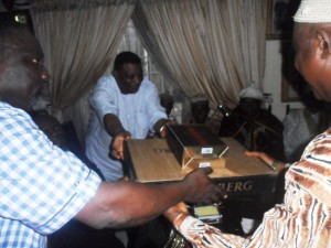 Jedy Agba presenting a gift item