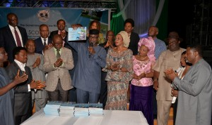 Governor Imoke and wife, surrounded by the crème-de-la-crème of Cross River while presenting the score card