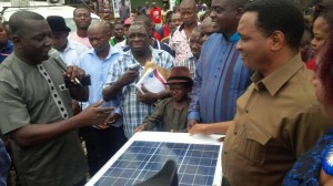 Dr. Steve Odey, SA to senator Ayade (left) and Mr. Mike Usibe (right) during the presentation of the solar powered street lights in Okuku
