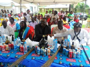 Mr. Hilliard Etta, National Vice Chairman, South South, APC (Middle) and other dignitries at the festival