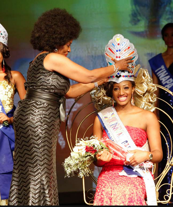Nancy-Olive Aisagbonhi, reigning Carnival Calabar Queen being crowned by the Cross River First Lady, Obioma Liyel-Imoke