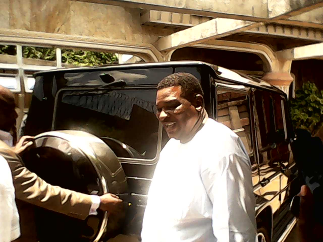 Jedy Agba arriving the Palace of the Muri Munene of Efuts in Calabar earlier in the year for consultation