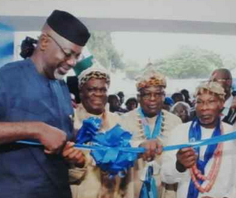 From left: Governor Liyel Imoke, Obong of Calabar, Ndidem Quas and Muri Munene during the commissioning of the CBN Enterpreneurial Development Center in Calabar last year