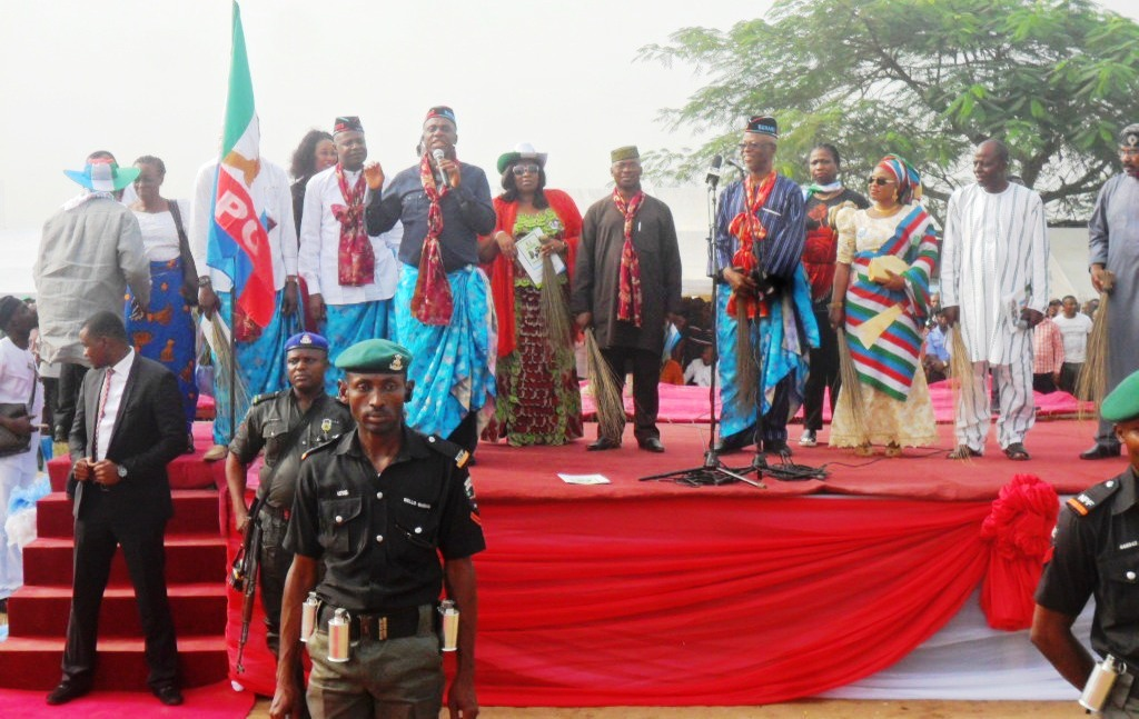 Governor Rotimi Amaechi  speaking at the APC Presidential Campaign Rally in Calabar today while the APC Cross River State governorship candidate, Odey Ochicha, former governors of Ekiti, Otunba Niyi Adebayo and Segun Oni who is now the APC National Vice Chairman, South West,  Chief John Odigie Oyegun, the National Chairman of APC, Hon. Abike Dabiri and Olorunimbe Mamorah watch