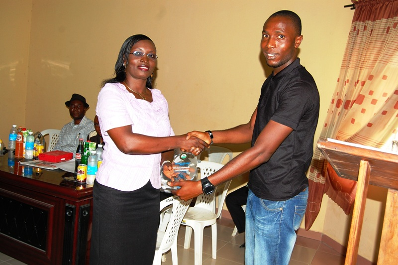 Florence Oluohu, Editor Weekend Chronicle receiving her award presented by Jeremiah Archibong