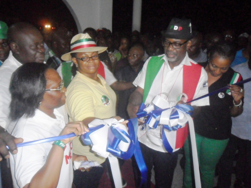 Governor Imoke commissioning the hospital aided by his wife, Obioma Imoke, his deputy and wife and the Commissioner for Health