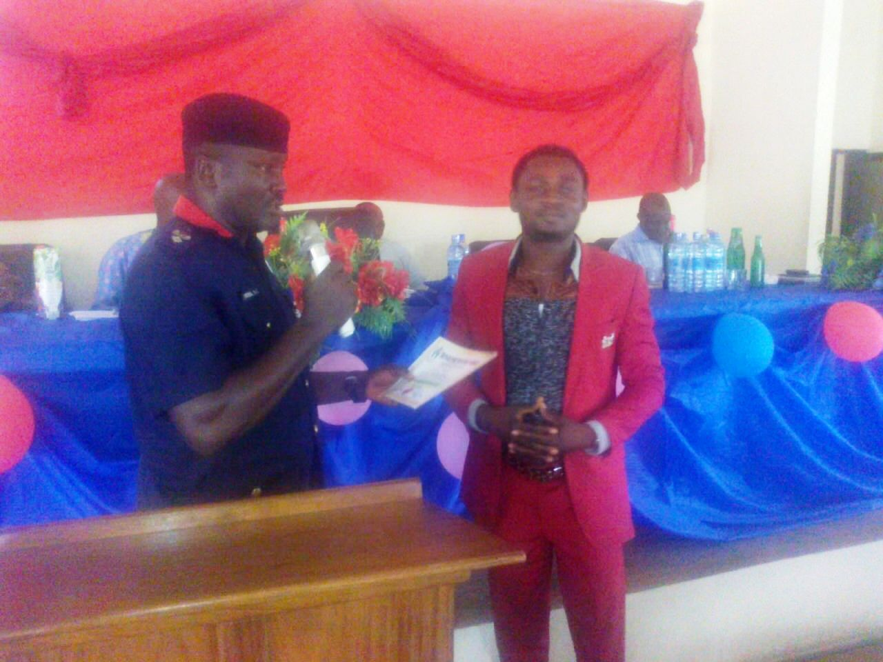 State-Commandant-National-Security-and-Civil-Defence-Corps-presenting-award-to-the-UNICEM-Host-Communities-leader