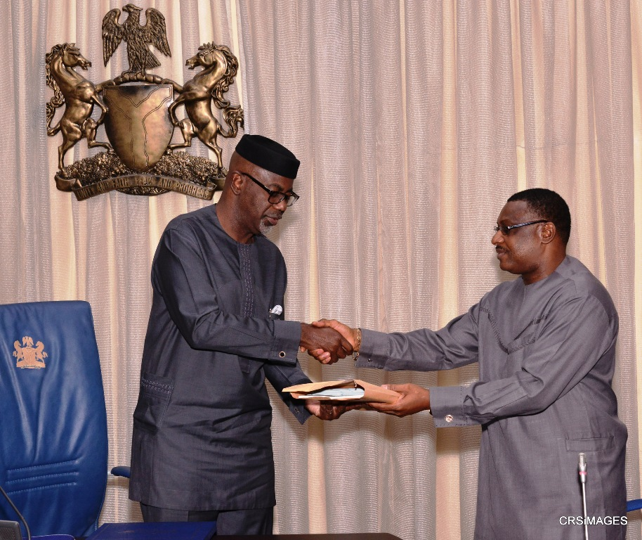 Cross River State Governor, Senator Liyel Imoke presenting a souvenir to visiting Resident Electoral Commissioner to the State, Dr. Okey Ezeani when the REC led his management team on a courtesy visit to Government House, Calabar, yesterday