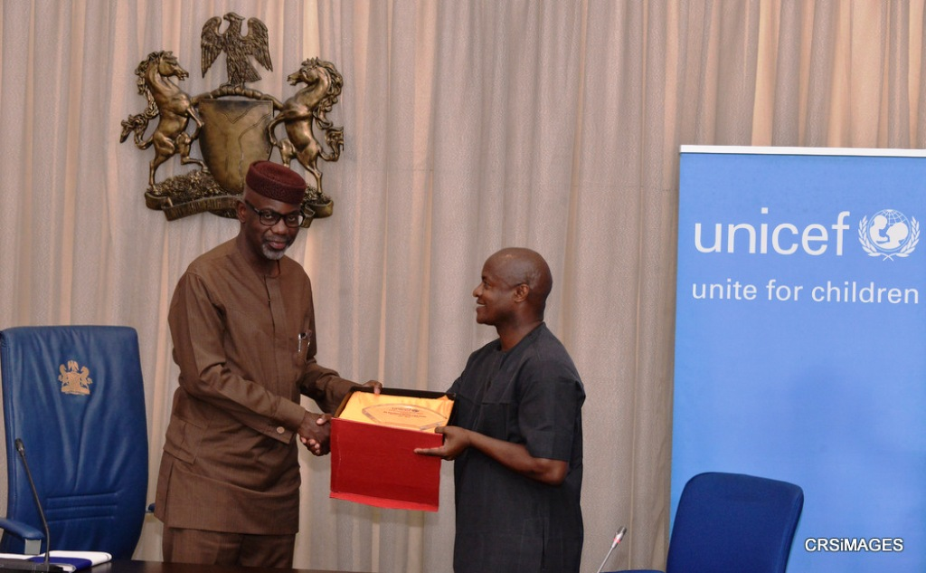 unicef_award_liyel_imoke_right_of_mothers_children_calabar_2015 (2)
