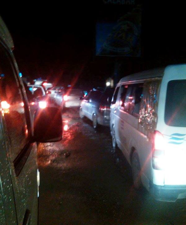 The traffic snarl at Odukpani junction while Ayade's convoy struggled to make its ways through