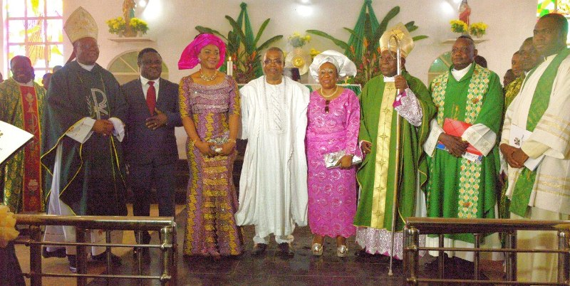 Governor Ayade (2nd left) and Wife Linda (3rd from left) pose for a photograph with deputy governor Ivara Esu (4th from left) and wife, Omobola (in pink dress), Archbishop of Calabar Most Revd Joseph Ekuwem (1st left and immediate past Archbishop of Calabar, Most Revd Joseph Ukpo (3rd from right)