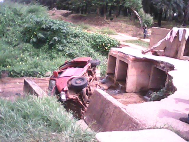 The ill fated bus that crashed into a gully while navigating an incomplete bridge linking Echumogar and Okuku communities