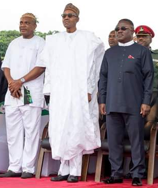 President Mohammadu Buhari (middle) flanked by Governor Ayade to the left and Chief Obono Obla to the right