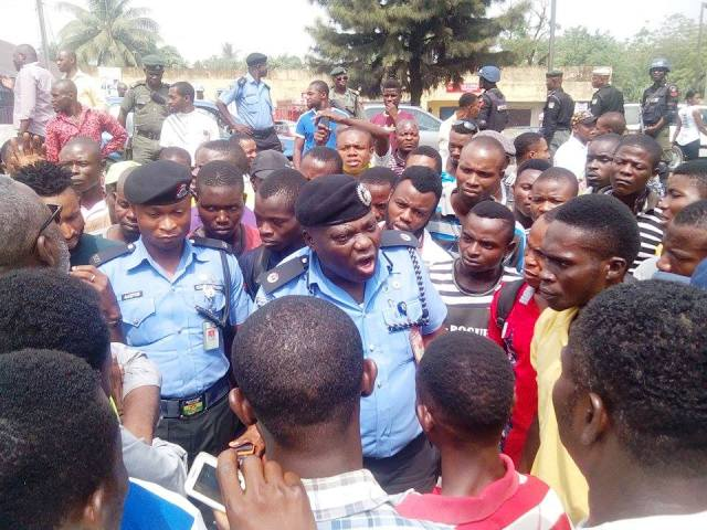 The Area Commander addressing the protesting workers