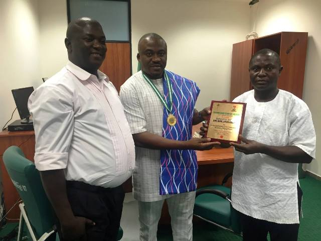 A delegation of leaders of Likambende Club of Obudu presenting the award to Hon. Legor Idagbo in his office in Abuja