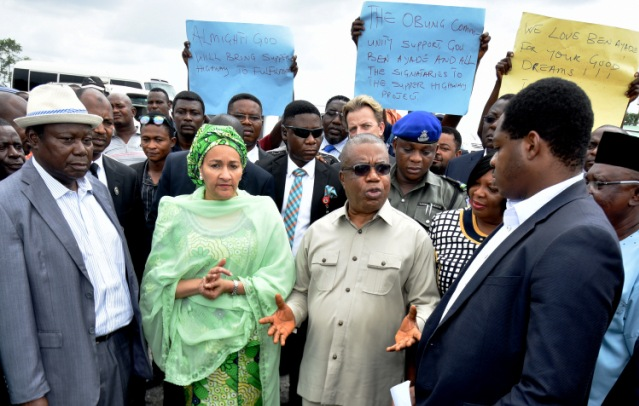Minister of Environment, Hajia Amina Muhammed and Deputy Governor of Cross River State, Prof. Ivara Esu (M) flanked by the DG Infracross, Engineer Eugene Akeh(L) and Technical Adviser, Cross River Superhighway, Mr. Eric Akpo during a tour of the project site by the Minister and her team in Akamkpa