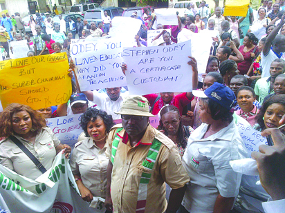 NUT members protesting the teachers verification exercise in Calabar last month