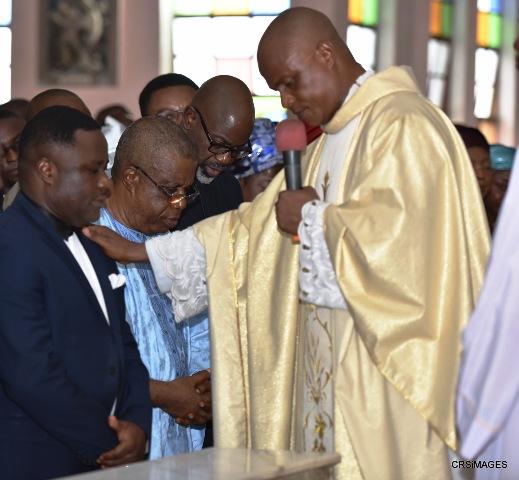Rev. Fr. Charles Etim praying for Governor Ayade, his Deputy, Ivara Esu, former Governor Liyel Imoke and Speaker CRSHA, John Gaul