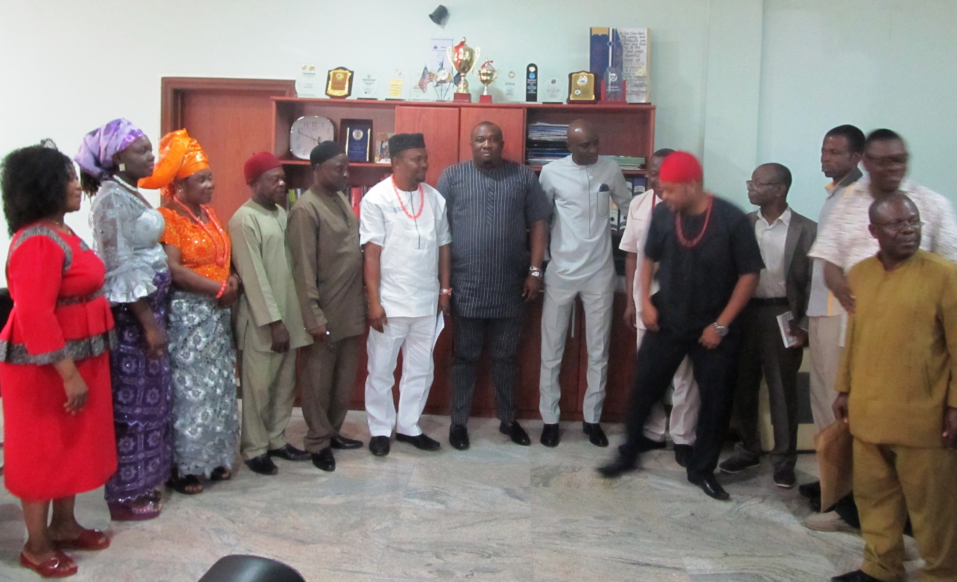 Nzuko Ndi Abia delegation in a photoshoot with the house leadership after the courtesy visit