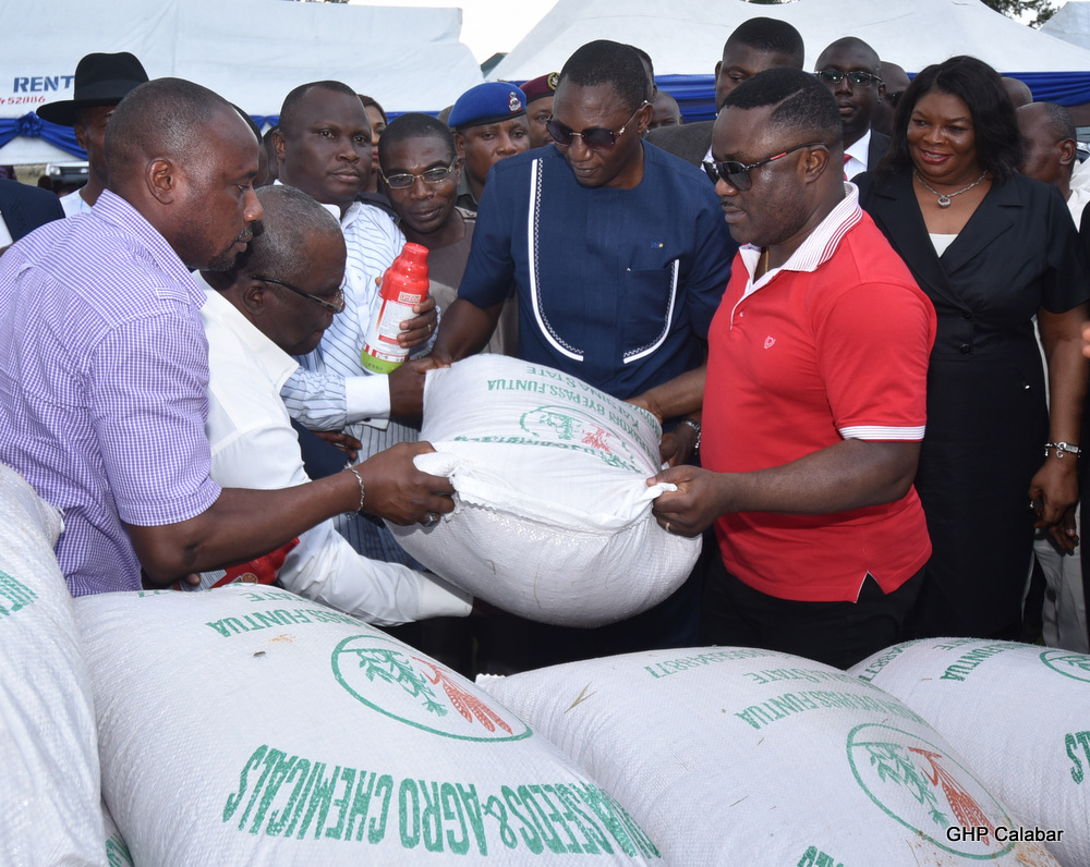 Gov Ayade presenting rice seedlings and fertilizer to beneficiaries