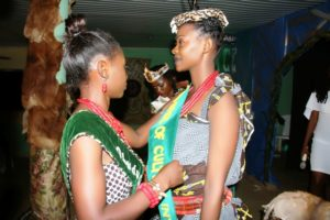 the-obudu-face-of-culture-queen-2016-decorating-her-successor