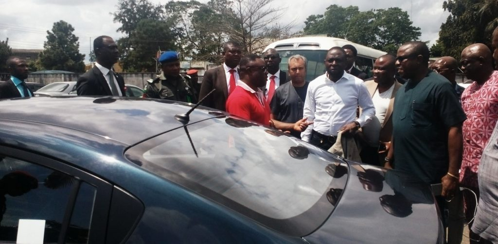 Governor Ayade inspecting theKiaRio while SSA, Jude Ngaji and others watch on