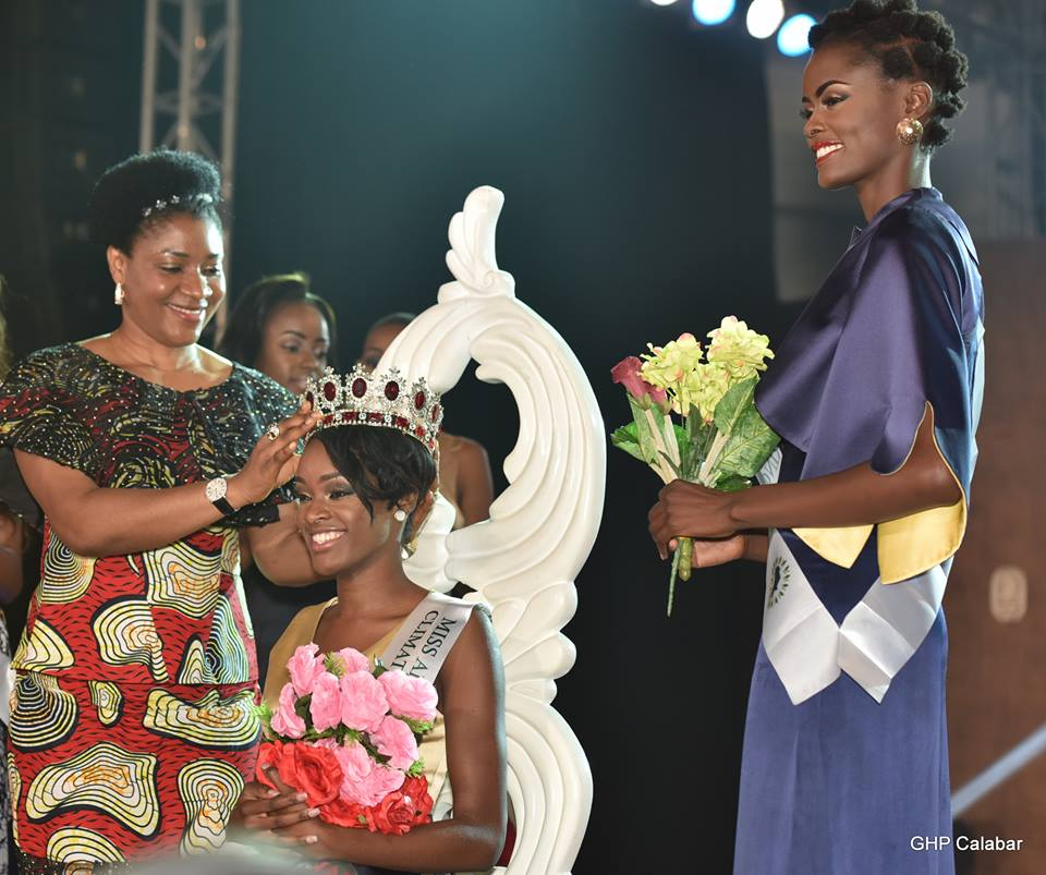 Wife of the Governor of Cross River State, Dr. Linda Ayade crowning the new Queen