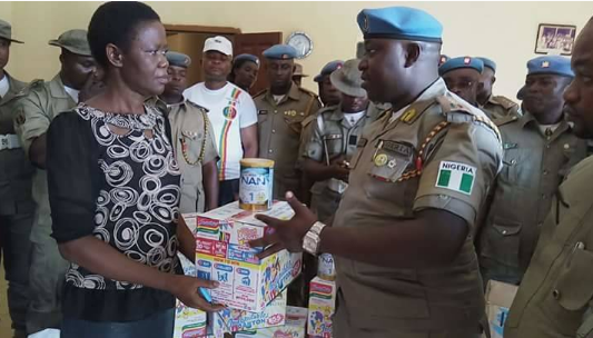 State Commandant of the Peace Corps presenting the items