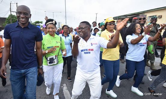 From left: Speaker, Cross River State House of Assembly, John Gaul Lebo, Wife of the Governor of Cross River State, Linda Ayade, Governor Ben Ayade, Commissioner for Health, Inyang Asibong and the DG Primary Health Care Development Agency, CRSPHCDA, during the walk to commemorate the 2016 World AIDS Day in Calabar today, Thursday