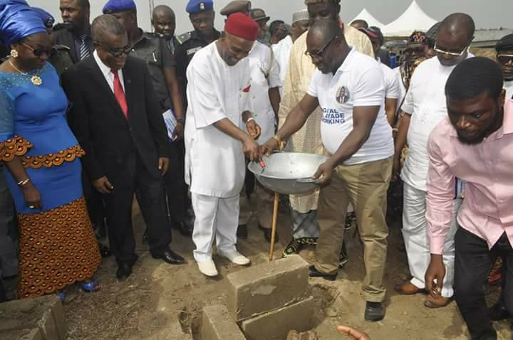 Minister of Science and Technology, Ogbonanya Onu laying the foundation for FG;s pilot waste to wealth project in Calabar. He is being watched by the Deputy Governor of Cross River state, Ivara Esu and the Head of Service of the Federation, Winifred Oyo Ita