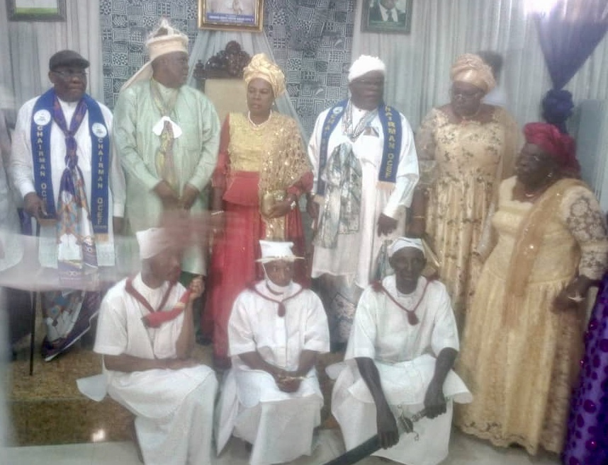 The Obong of Calabar (2L) poses with past and present Chairmen of the Obong of Calabar Executive Forum shortly after the inauguration of the new membership led by Chief Gershom Essien Henshaw in his palace. 24/7/2021